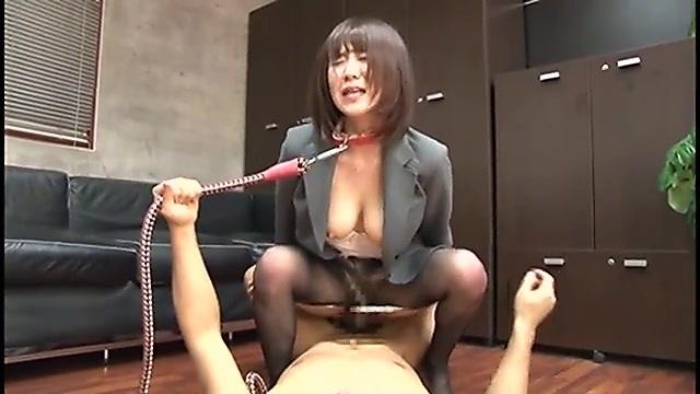 原望美 M系のエロい女上司が面接に訪れた男性と激しい中出しセックス