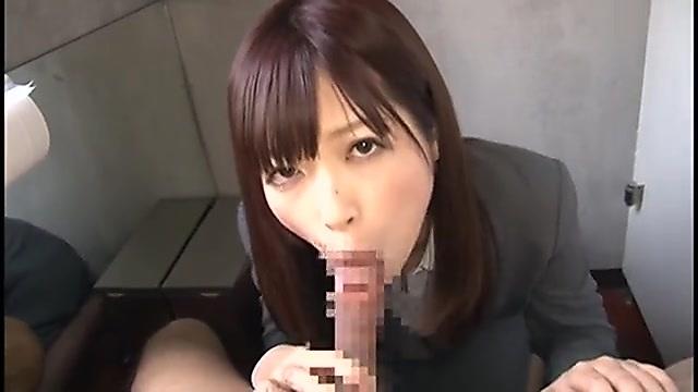 藤咲葵 仕事中に勃起していた部下にトイレで連続フェラ抜きしちゃう女上司
