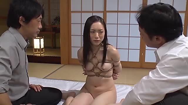 瀬奈まお 催眠術を掛けられたパイパン女子校生の3Pアクメ中出しセックス