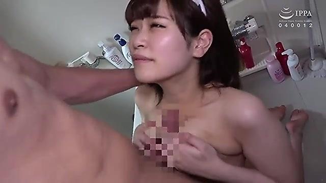 愛乃はるか 18歳の巨乳娘が浴室でパイズリ