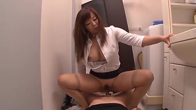 KAORI きみと歩実 美容師のおっぱいチラで欲情した男性客とエッチする女の子