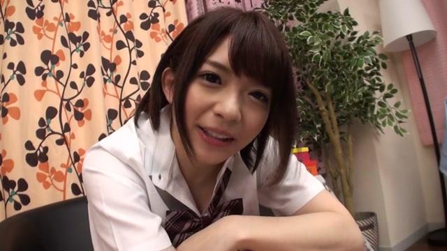 麻里梨夏 LIVEチャットでオナニーする可愛い女子校生