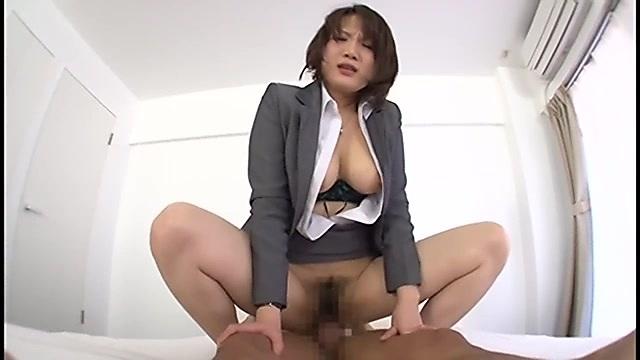 金崎あい 人妻OLの騎乗位セックス