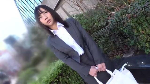 あけみみう 昼下がりにスーツ姿のエロい巨乳OLがフェラ&手コキ