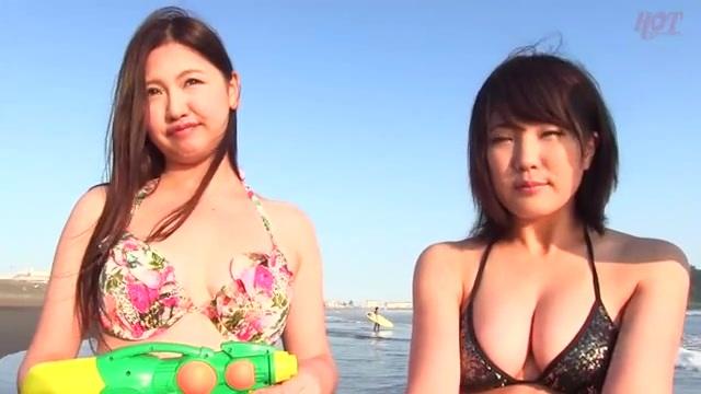 海水浴場でナンパしたビキニ水着を着た女の子にエロマッサージ