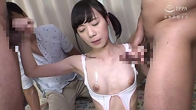 セクシー水着をロリ系のパイパン娘が父親の目の前でフェラチオ