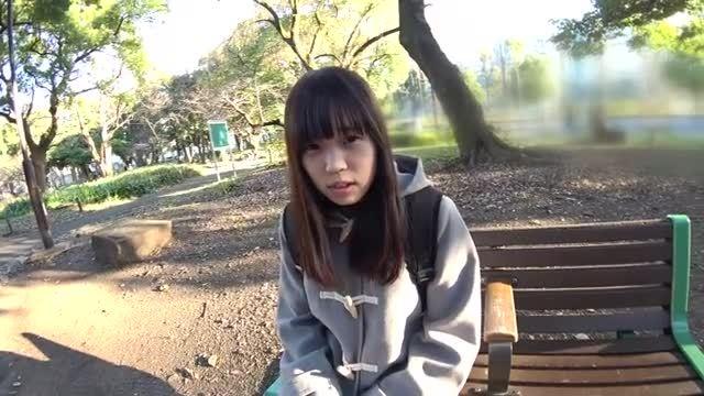 篠崎かおり 卒業したばかりの18歳の清楚系女子のフェラ&手コキ
