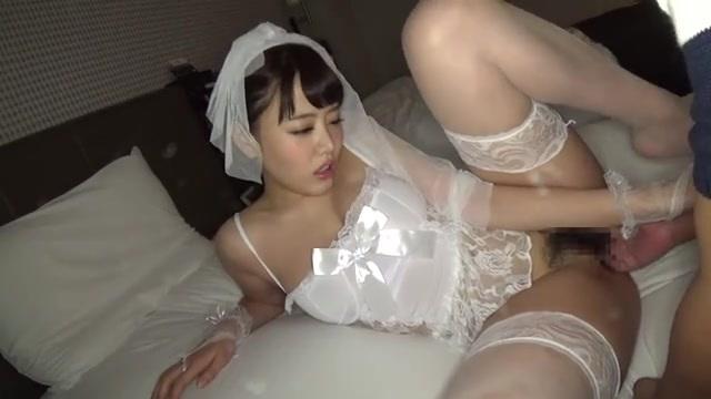 浜崎真緒 ウェディングドレス風ランジェリーを着た可愛い彼女