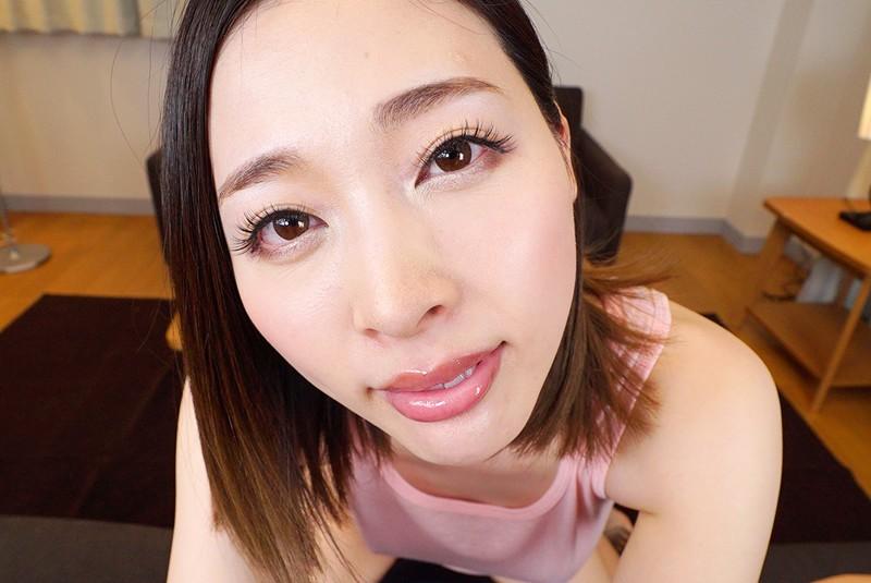 本田岬のKMPVR作品「美人すぎるお母さん」痴女×童貞な夢の設定体験!!