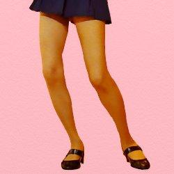紺のミニスカで平らな靴の脚アップの画像