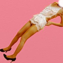 白いいフワフワしたやらしい下着で斜め立ちしている