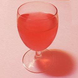 ワイングラスに入ったアセロラドリンク