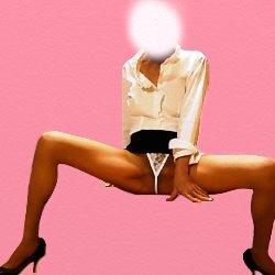 大股を開いてパンツを見せている白いブラウスに黒いミニスカの女