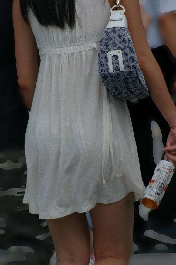 【残暑】暑いからパンティ透けちゃうレベルの薄着になる女子wwwwwww【画像30枚】01_2018100202094730e.jpg
