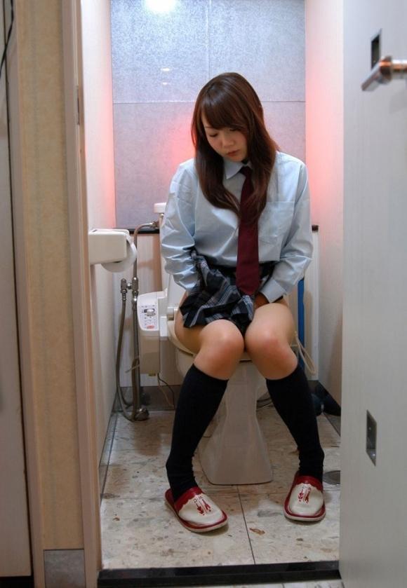 トイレで撮られた女の子の恥ずかしい写真wwwwwww【画像30枚】01_201811242251541f4.jpg