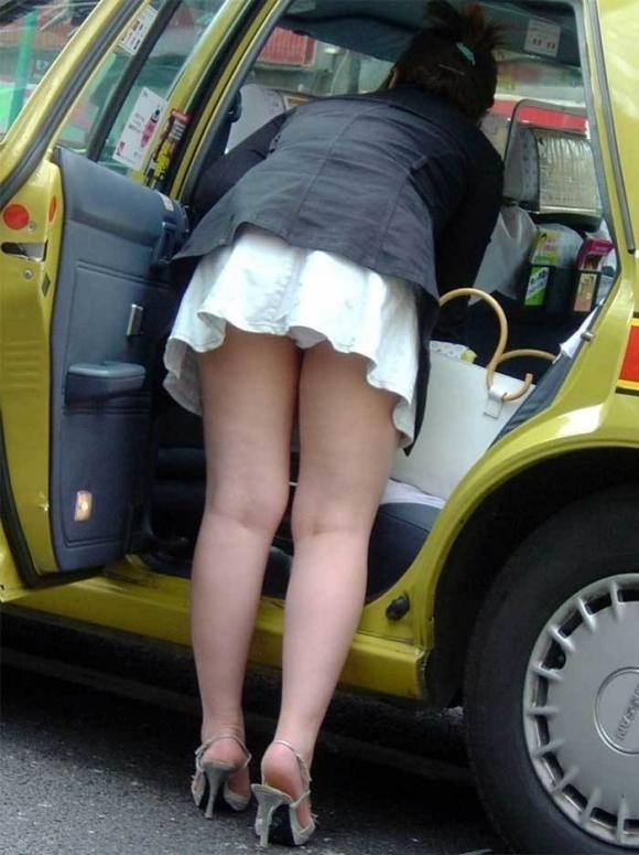 車に乗るときはパンチラしやすい法則を発見したったwwwwwww【画像30枚】01_20181216020254991.jpg