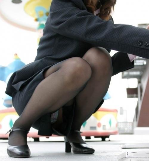 ストッキング履いてる女の子のしゃがみ込みパンチラの破壊力wwwwwww【画像30枚】01_20181226013703bfb.jpg