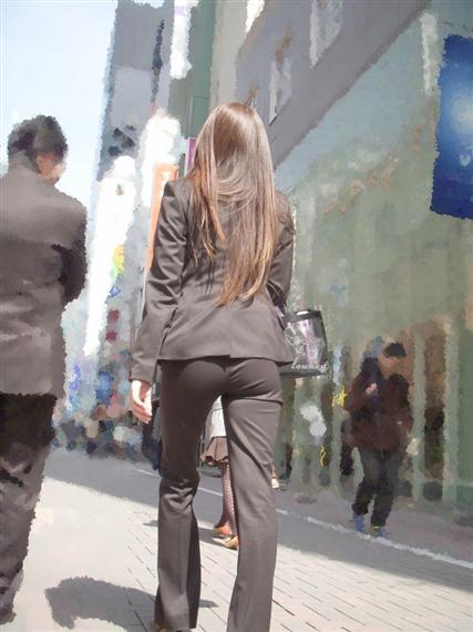 タイトでラインがクッキリなスーツのOLさんのおしりがエロすぎるwwwwwww【画像30枚】01_20190127225709450.png