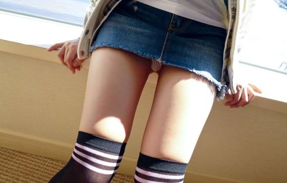 デニムスカート履いてる女の子ってすぐパンチラしちゃうからめっちゃ気になるwwwwwww【画像30枚】01_20190203020922934.jpg