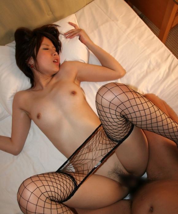 大股開いてセックスに没頭してる女の子がめっちゃイイwwwwwww【画像30枚】01_201905160129305ff.jpg