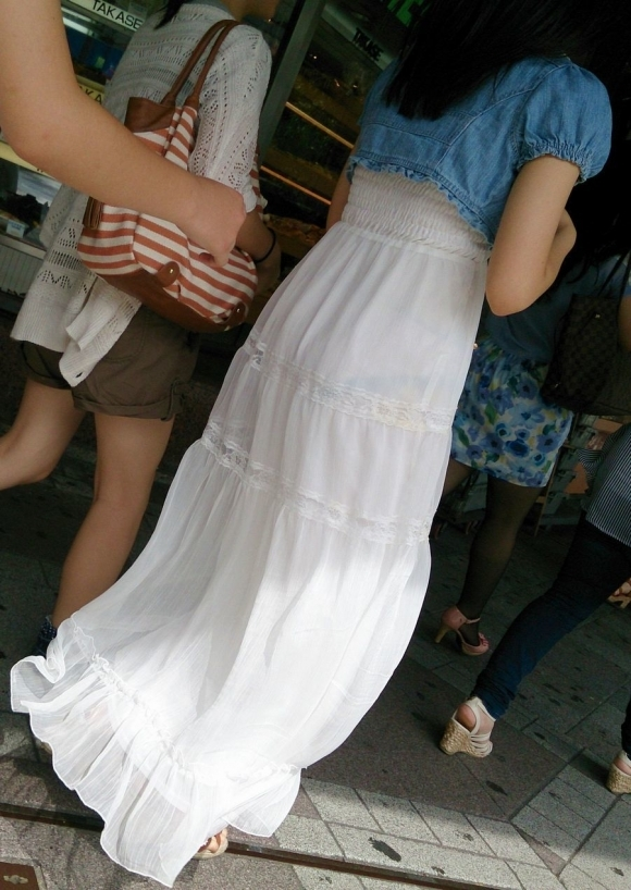 【着衣】暑くなってきてパンツも透けちゃう薄着の女の子が多くなったwwwwwww【画像30枚】01_2019052601164292a.jpg
