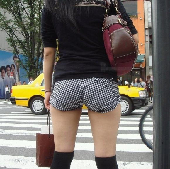 【エロケツ】着衣なのにくっそエロいケツをしてる女の子に襲いかかりそうwwwwwww【画像30枚】01_2019073001203897c.jpg