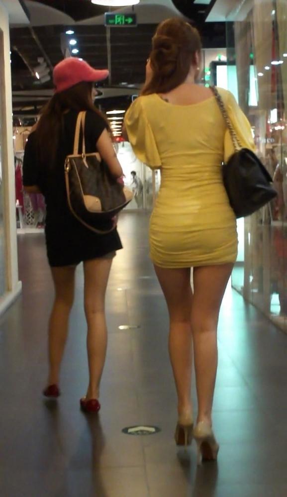 【プリケツ】スカートがピチピチすぎてヒップラインが丸わかりになってるwwwwwww【画像30枚】01_201908310222102f8.jpg