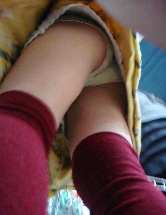 短いスカート履いてる女の子見ると下から見上げてパンチラ見たくなっちゃうwwwwwww【画像30枚】01_201909291448170e2.jpg