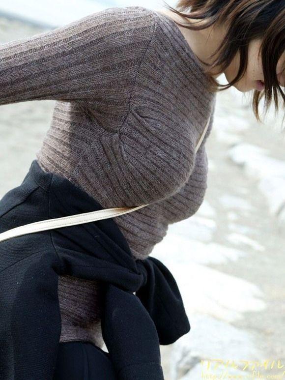 【ニットおっぱい画像】冬ならではのニットセーターおっぱいの破壊力wwwwwww【画像30枚】01_201912142140392ac.jpg