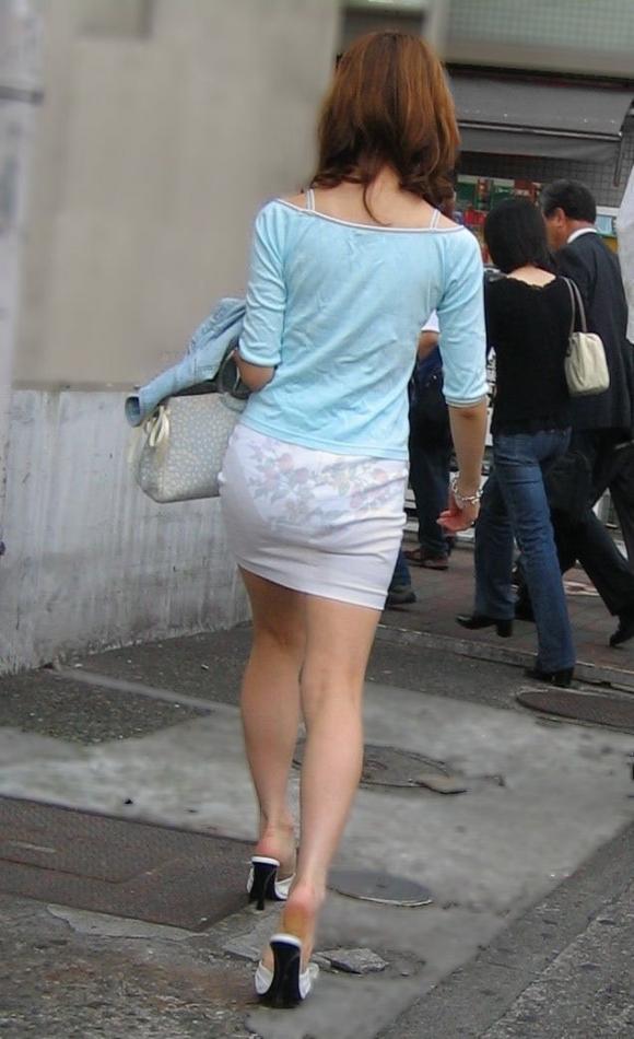 【残暑】暑いからパンティ透けちゃうレベルの薄着になる女子wwwwwww【画像30枚】02_20181002020949a79.jpg