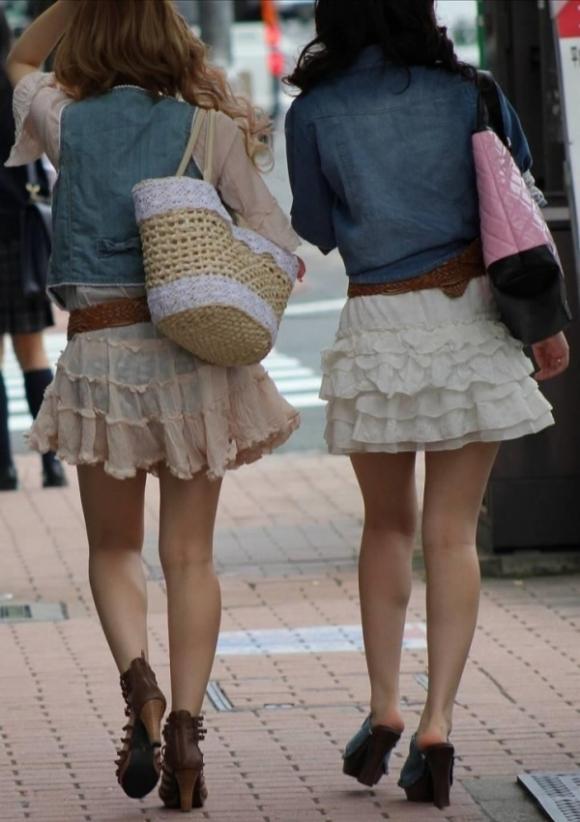 パンツ透けてる状態で外出歩く女の子の神経wwwwwww【画像30枚】02_20181018155524a00.jpg