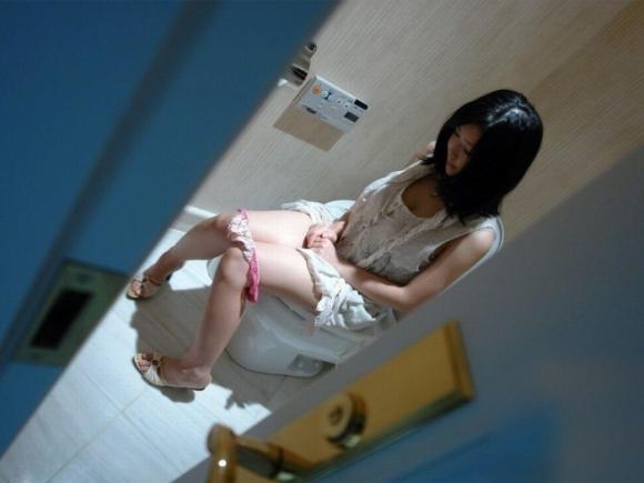 トイレで撮られた女の子の恥ずかしい写真wwwwwww【画像30枚】02_20181124225155dcc.jpg