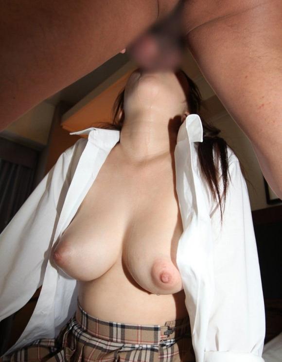 男にフェラチオご奉仕する時におっぱい出してシテくれる女の子は優秀wwwwwww【画像30枚】02_20190302153428e64.jpg