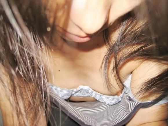 【浮きブラ盗み撮り】おっぱいが小さい女の子は大抵乳首が見えちゃってる件wwwwwww【画像30枚】02_201904190117026ac.jpg
