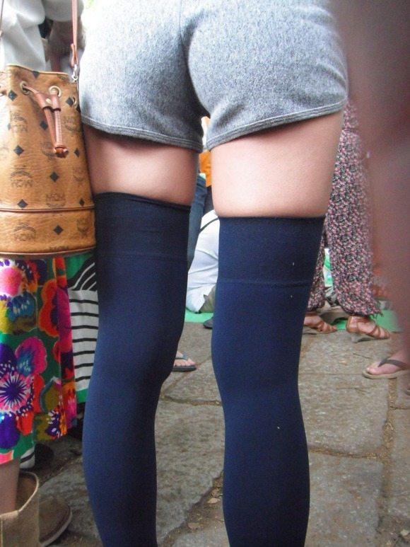 ニーハイソックス履いてるムチムチした脚がくっそエロいwwwwwww【画像30枚】02_20190427233813974.jpg