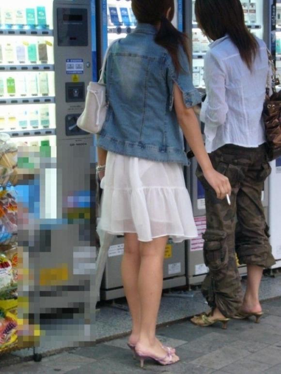 【着衣】暑くなってきてパンツも透けちゃう薄着の女の子が多くなったwwwwwww【画像30枚】02_201905260116433e3.jpg