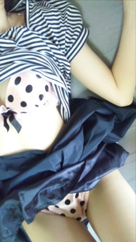 女の子が履いてる水玉のパンツって妙にエロさを感じるんだよなぁぁぁwwwwwww【画像30枚】02_20190616013533582.jpg