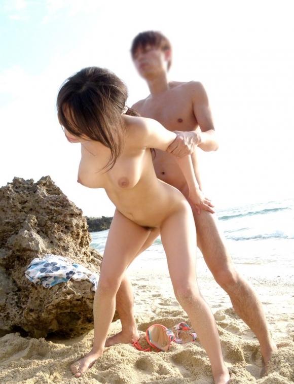 夏は間違いなく野外セックスの季節wwwwwww【画像30枚】02_201906190125072b0.jpg