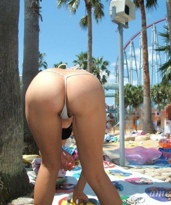【素人水着画像】真夏のビーチをTバック水着で歩き回る素人を視姦してやりたいwwwwwww【画像30枚】02_20190816015608882.jpg