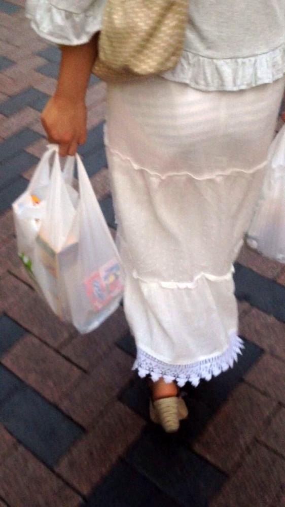 スカートが透けて見えてるパンティってソソるよなぁwwwwwww【画像30枚】03_201901120033591aa.jpg