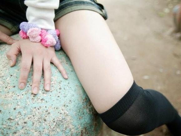 ニーハイソックス履いてるムチムチした脚がくっそエロいwwwwwww【画像30枚】03_20190427233814345.jpg