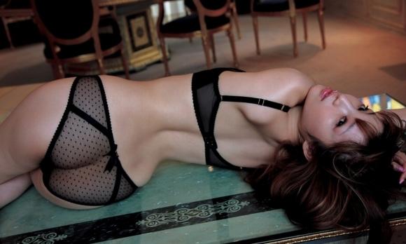 黒いランジェリーを着てる女の子がセクシーすぎる!【画像30枚】03_20190630150658bf6.jpg