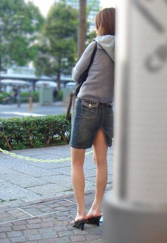 スカートの隙間からエロい脚が見えたら思わず凝視してしまうwwwwwww【画像30枚】03_201907030206049ef.jpg