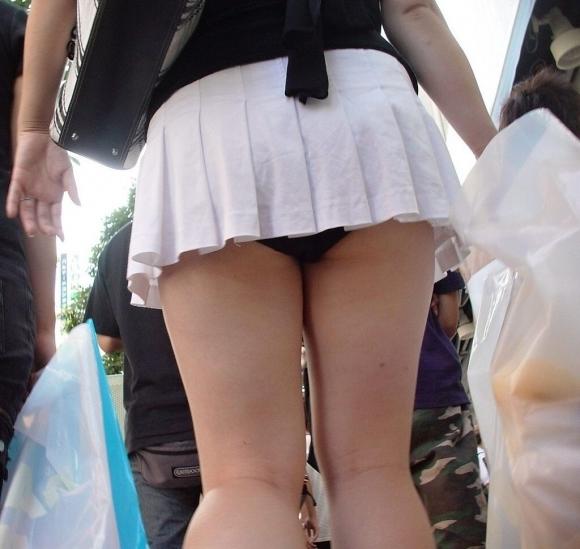 短すぎるスカートをなんで履くのか不思議すぎるwwwwwww【画像30枚】03_20190724011631392.jpg