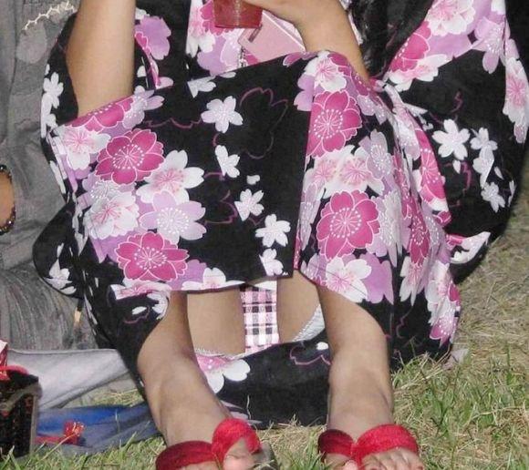 【花火大会】浴衣の女の子がいっぱいいたんだけどみんな透けてたりパンチラしてたりしてヤバかったwwwwwww【画像30枚】03_201908122302489ab.jpg