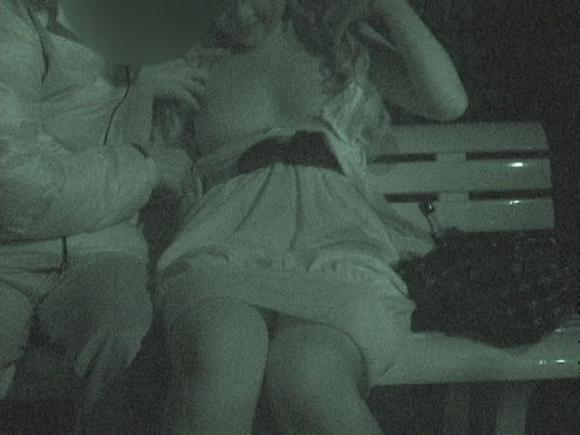 【野外露出】赤外線だから見れるカップルの野外セックスが激しすぎるwwwwwww【画像30枚】03_201910222220484c8.jpg