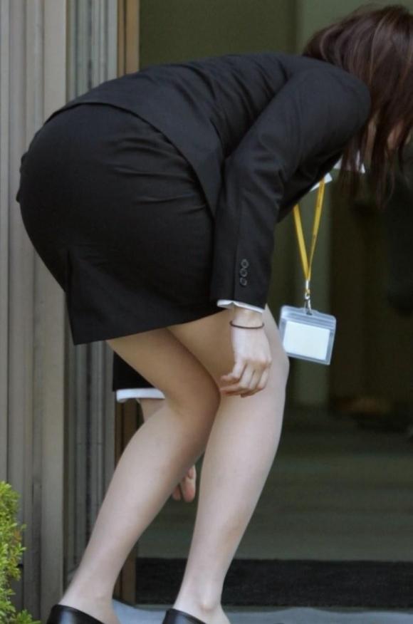 仕事始めでOLのタイトスカートを久しぶりに見れるのが唯一の楽しみwwwwwww【画像30枚】03_2020010422034198d.jpg