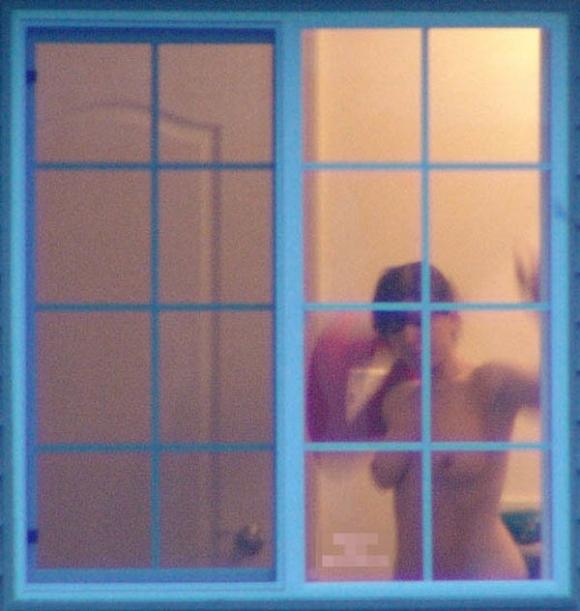 【民家盗撮】普通の家の窓から盗み撮りした女の子の裸がコレwwwwwww【画像30枚】04_2018092122231589b.jpg