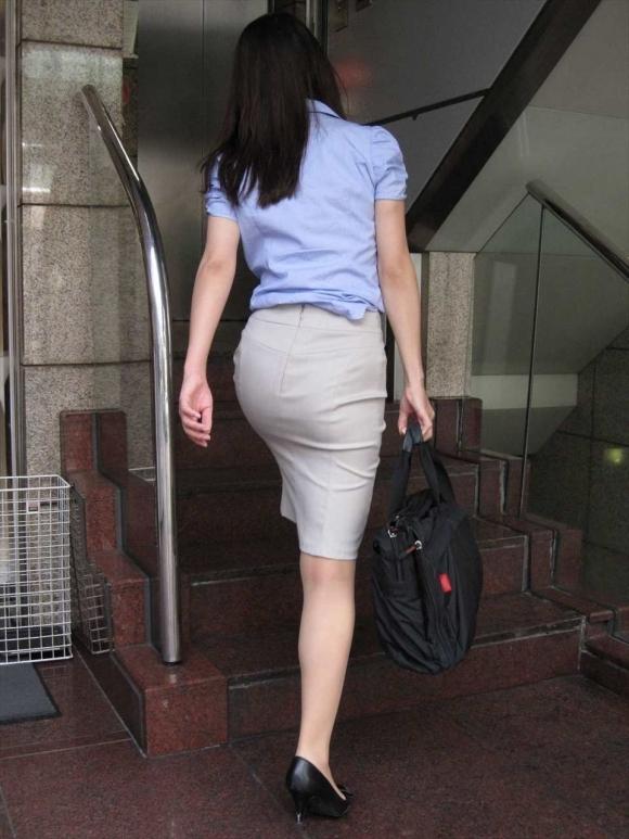 OLさんのタイトスカートがくっそエロいwwwwwww【画像30枚】04_2018110617010537f.jpg