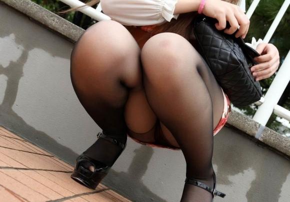 ストッキング履いてる女の子のしゃがみ込みパンチラの破壊力wwwwwww【画像30枚】04_20181226013707c95.jpg